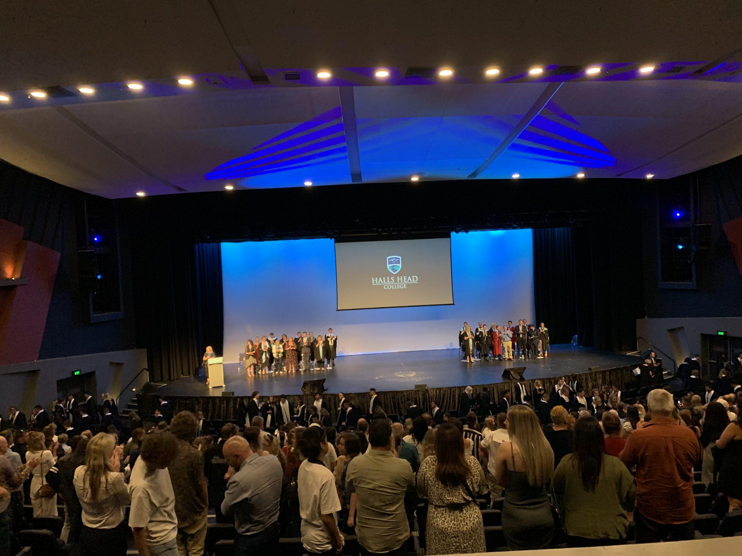 オーストラリアの高校卒業式